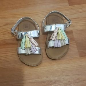 Cute Metallic Gap Sandals